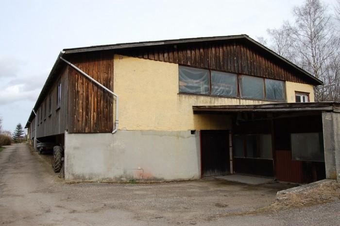 Helge købte rundstokfabrikken i 1989, efter at han var stoppet som eksportchef i Skandinavisk Tobakskompagni.