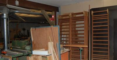 På fabrikken blev der produceret lister og rundstokke af træsorter som ask, eg, og bøg til for eksempel kosteskafter og gymnastikredskaber af høj kvalitet.